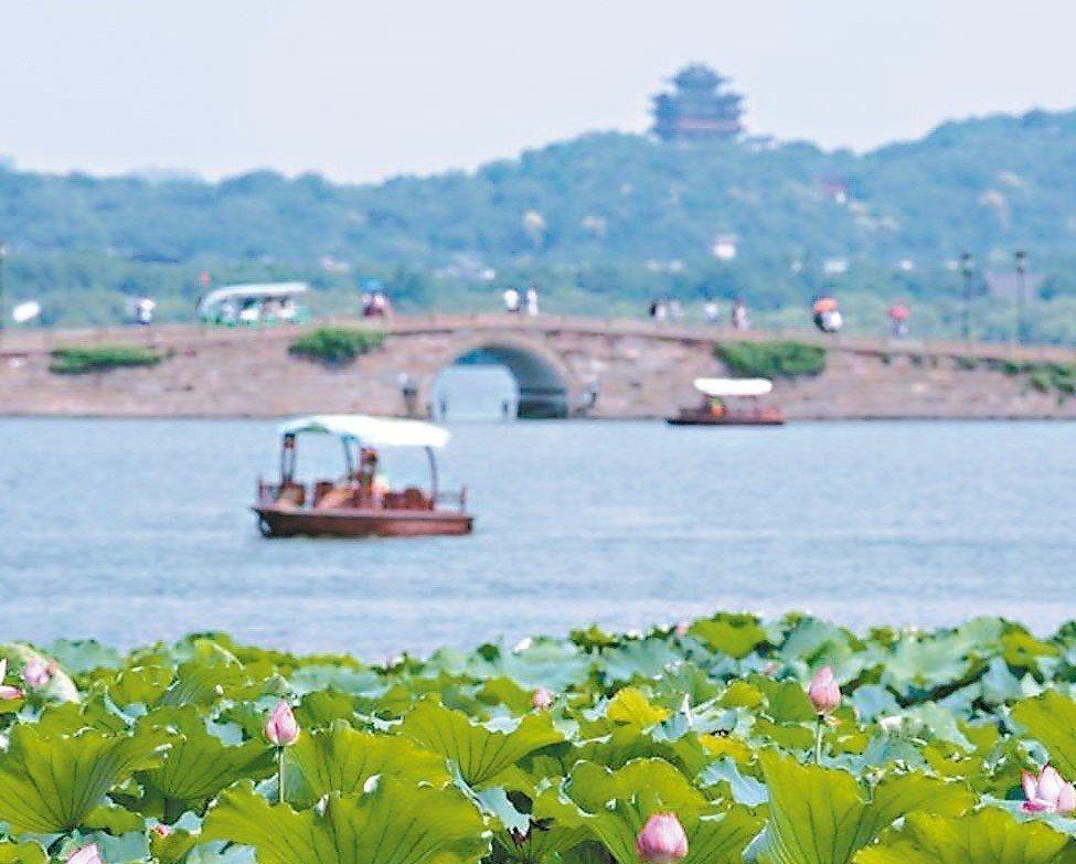 杭州西湖景點眾多,常讓遊客不知從何觀賞起。 (新華網)