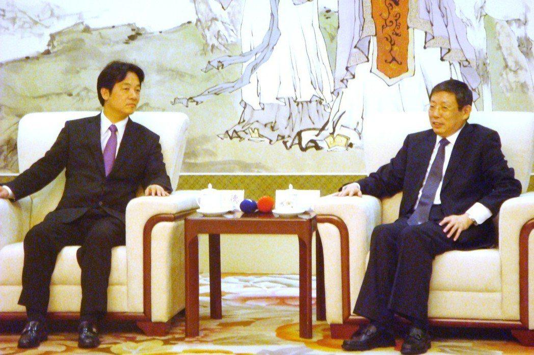 2014年6月,時任台南市長的賴清德(左)到上海主持「陳澄波百二誕辰東亞巡迴大展...