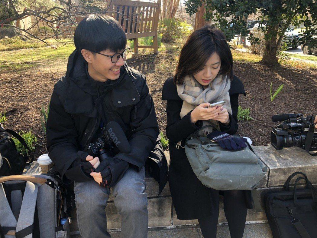 柯文哲訪美行程,一路上都看得到陳家正(左)拿著相機跟拍,時不時就和「學姊」黃瀞瑩...