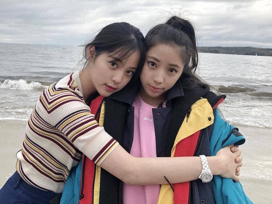 歐陽娣娣(右)與姊姊歐陽娜娜(左)。 圖/擷自歐陽娜娜IG