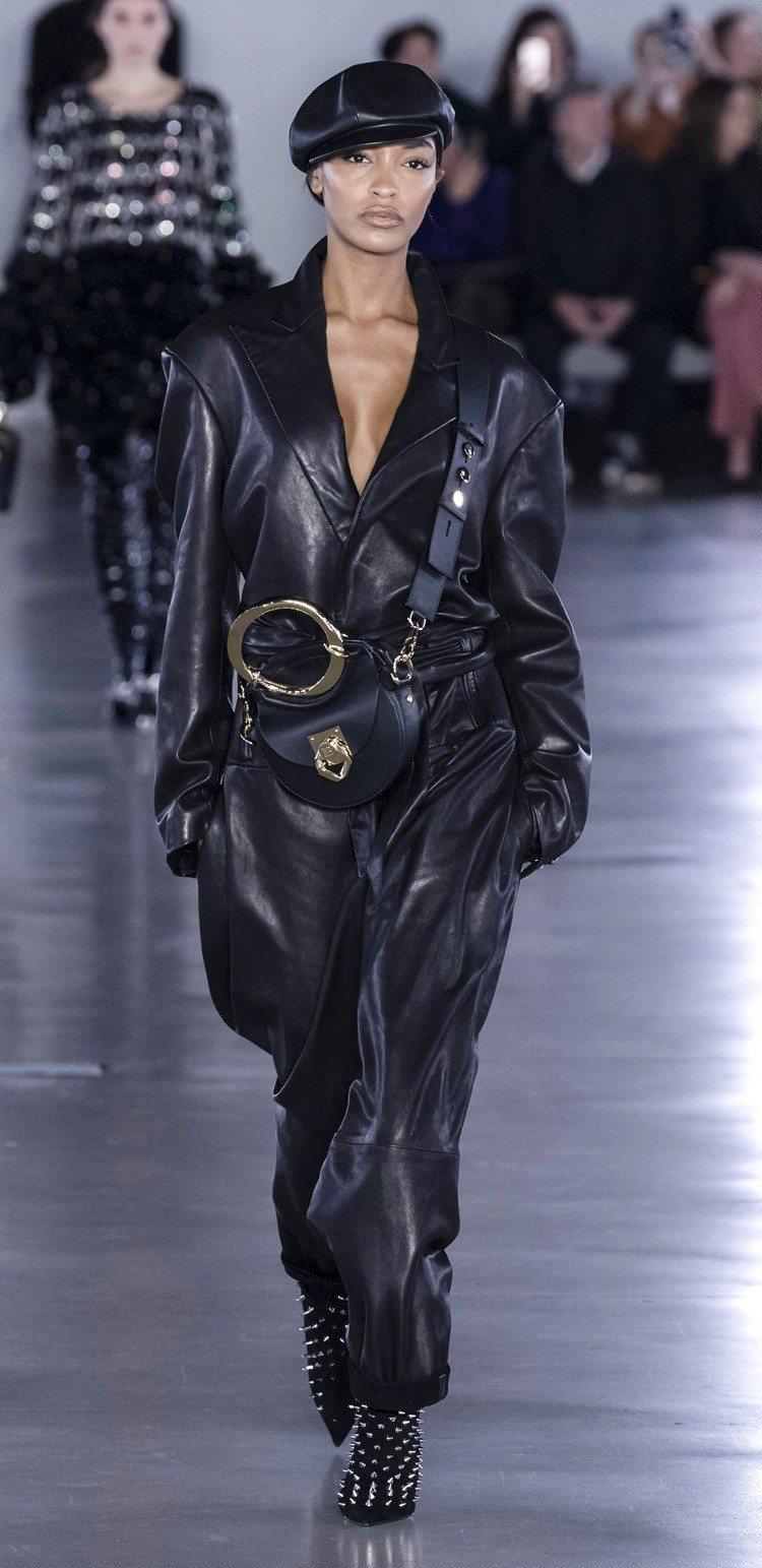 2008年,Jourdan Dunn成為Prada秀上睽違10年出現的黑人模特兒...