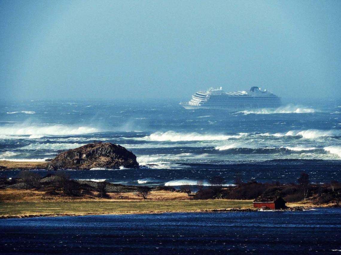 「這是挪威近40年來,最大規模的海上救難行動!」 圖/路透社