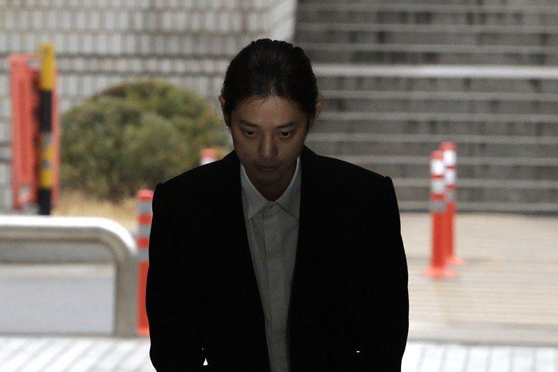 3月21日,韓國男星鄭俊英公開承認所有罪行,包括偷拍及散播性愛影片。 圖/美聯社