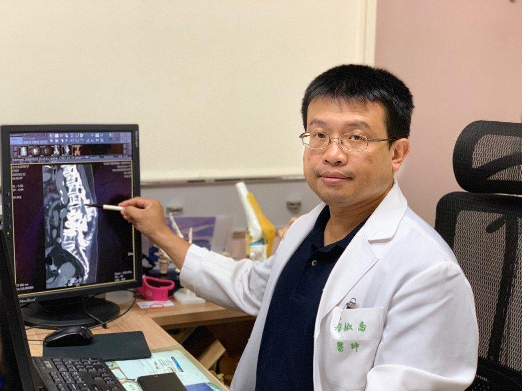 楊椒喬醫師表示,超高齡或裝有心臟調節器的患者,因全身麻醉手術風險高,可透過脊椎內...