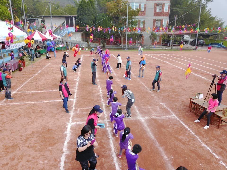 3個偏鄉共6所學校的聯合運動會,氣氛非常熱鬧。圖/莊新國提供