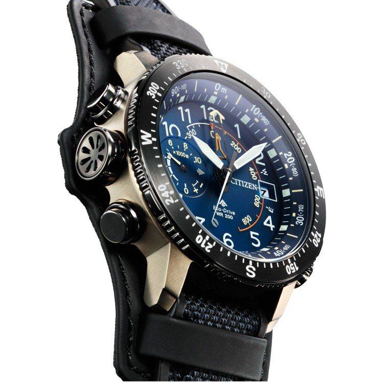 星辰Promaster Land系列30周年紀念腕表,鈦金屬表殼、表鍊,全球限量...
