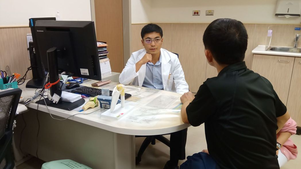臺南市立安南醫院骨科醫師方啟榮。圖/安南醫院提供