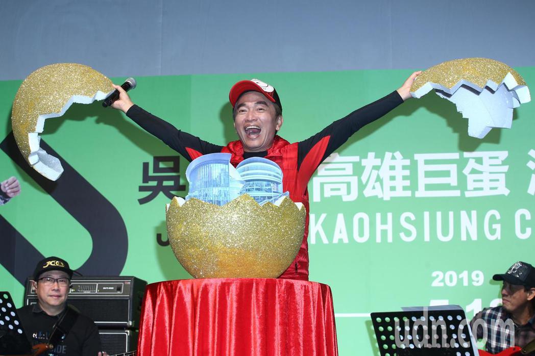 吳宗憲(圖)下午舉行高雄巨蛋演唱會記者會,透露將加碼唱「紅豆夜襲」混合版,。記者...