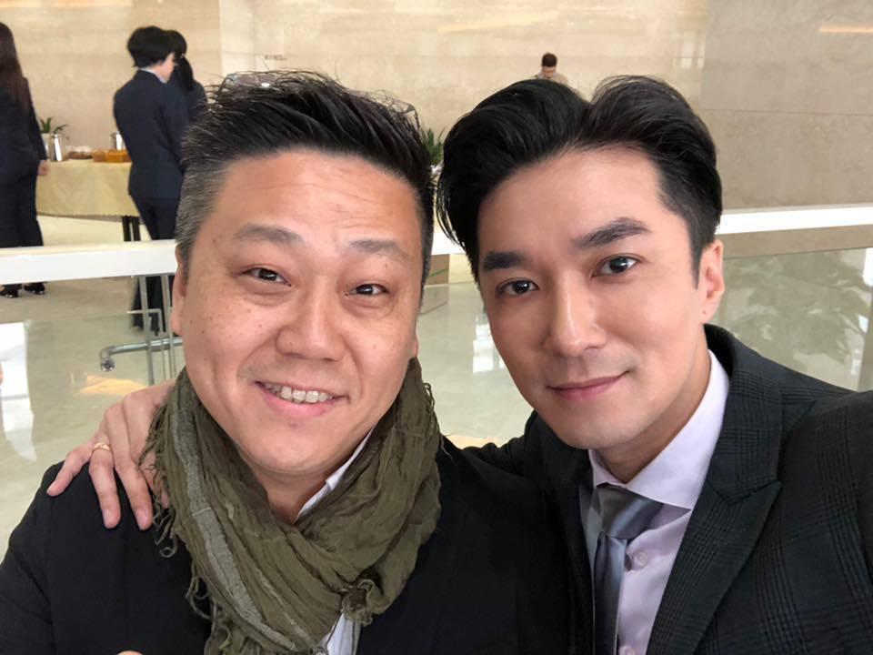 中天主播王又正(右)和東森主播楊釗合照表示兩人這次採訪韓國瑜沒有搶位。圖/摘自臉