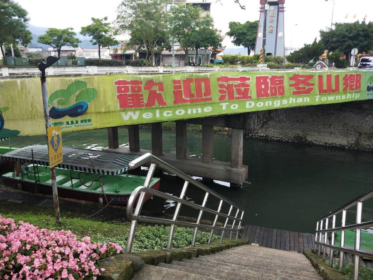 冬山鄉公所表示,民眾可在冬山舊河道處搭船至綠博會場,乘船套票只在現場販售。記者江...