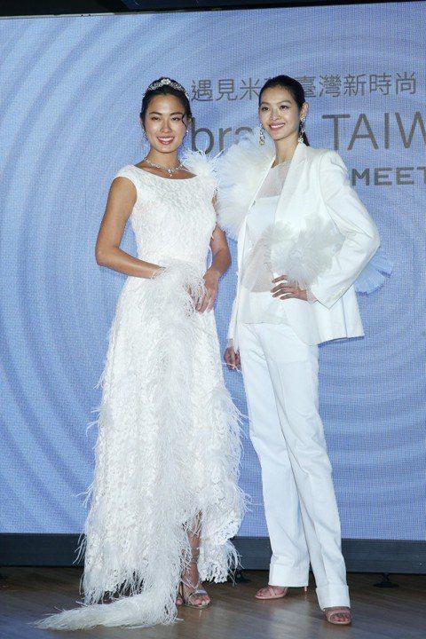 林嘉綺與王麗雅下午詮釋《braIN TAIWAN》設計師新作,並將與六位台灣設計師前進義大利米蘭,推廣台灣的紡織產業。兩人分享禮服的設計與將前往米蘭的心情。