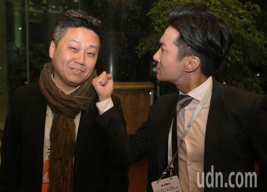 東森新聞北京資深特派記者楊釗(左)與中天新聞主播王又正(右)兩人私底下是好哥們。...