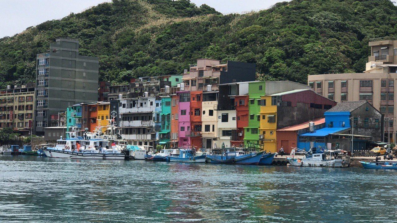 從海上看色彩屋,感受不一樣。圖/本報資料照