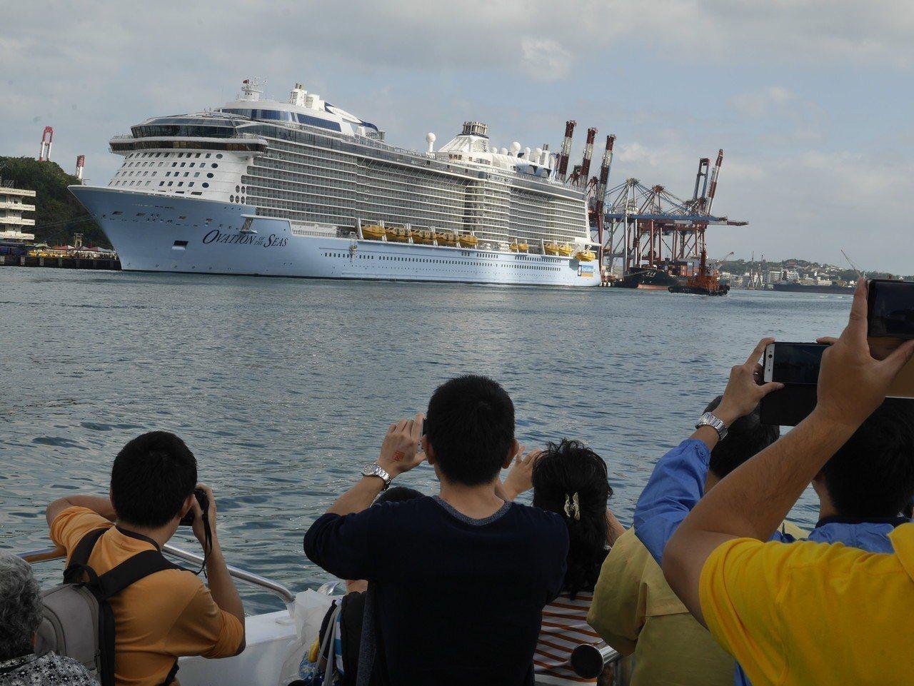 在基隆港搭小船看大船活動秒殺。圖/本報資料照