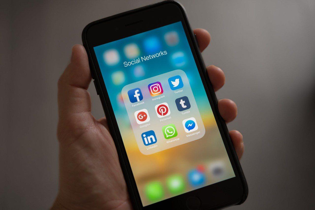 嘗試把手機內的App減少吧。圖/摘自 pexels