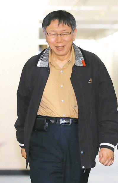 台北市長柯文哲訪美演講,對於同婚議題的發言惹出爭議,遭滅火器樂團主唱罵髒話。柯昨...
