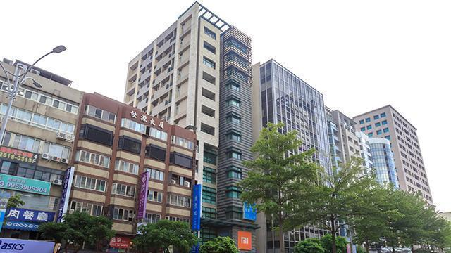 位於台北市蛋黃區的捷運行天宮站公宅,近期釋出17戶套房,中籤率僅1.7%。圖/截...