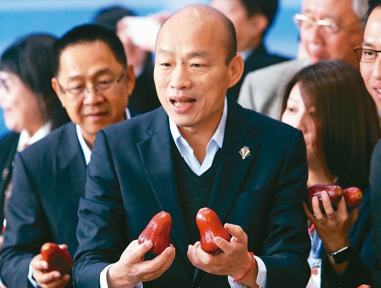行政院前院長賴清德提醒「賣農不賣身」,高雄市長韓國瑜(圖)反批「豬八戒賣不了人參...