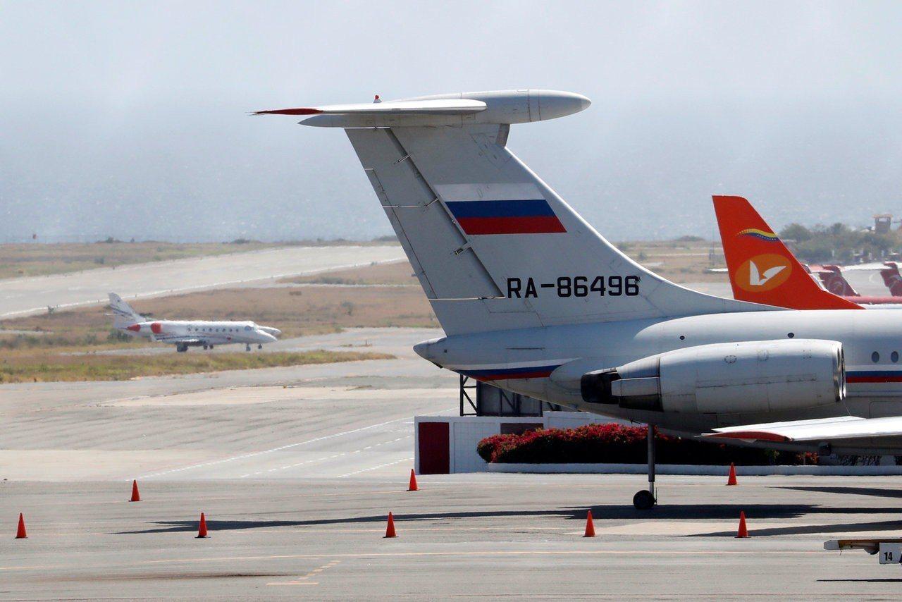 據委內瑞拉當地媒體報導,兩架俄羅斯軍機23日抵達委內瑞拉首都卡拉卡斯,機上被稱載...