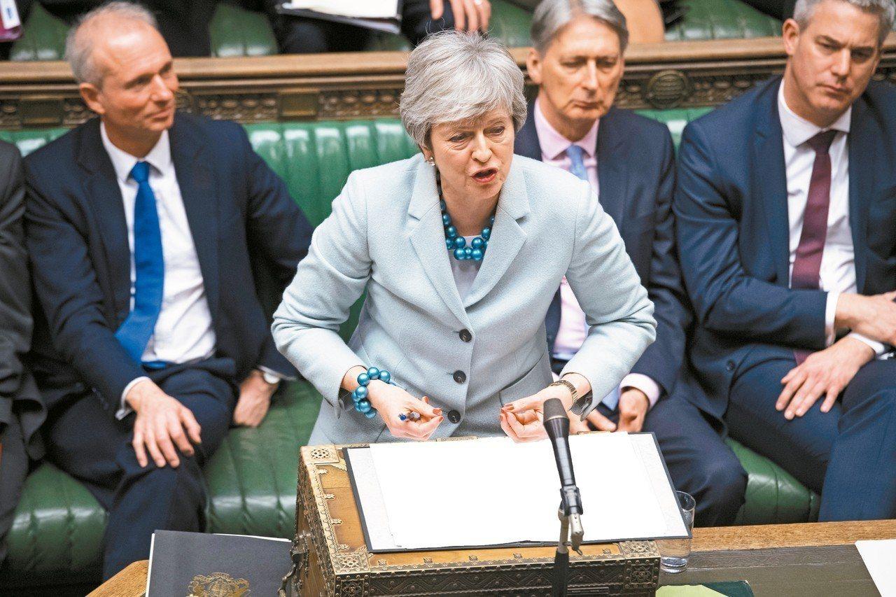 英國下議院通過修正案,要主導脫歐進程。圖為英國首相梅伊在議場演說。 歐新社