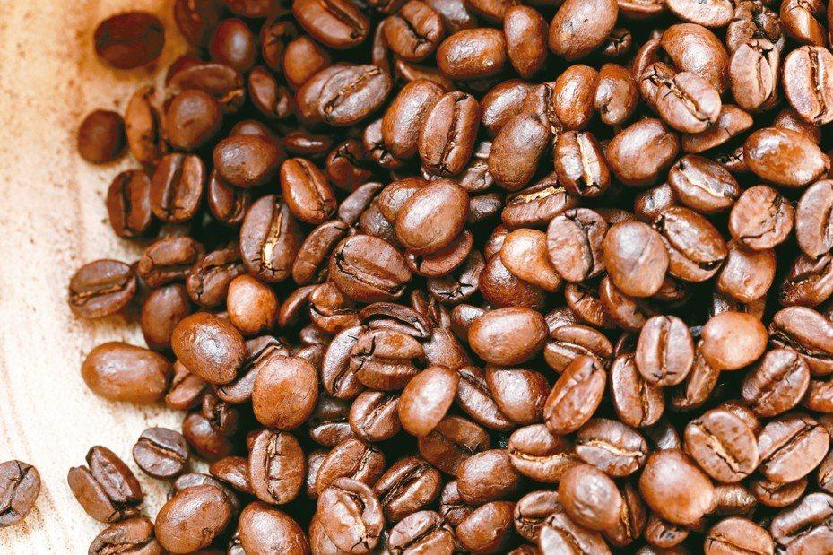 美國加州一家咖啡店販賣一杯要價75美元(約新台幣2334元)的咖啡,宣稱是全世界最昂貴。咖啡豆示意圖。 路透