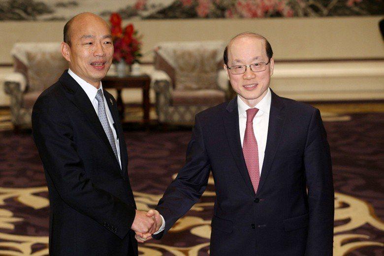 高雄市長韓國瑜與國台辦主任劉結一會面,並表示九二共識是兩岸定海神針。 圖/聯合報系資料照