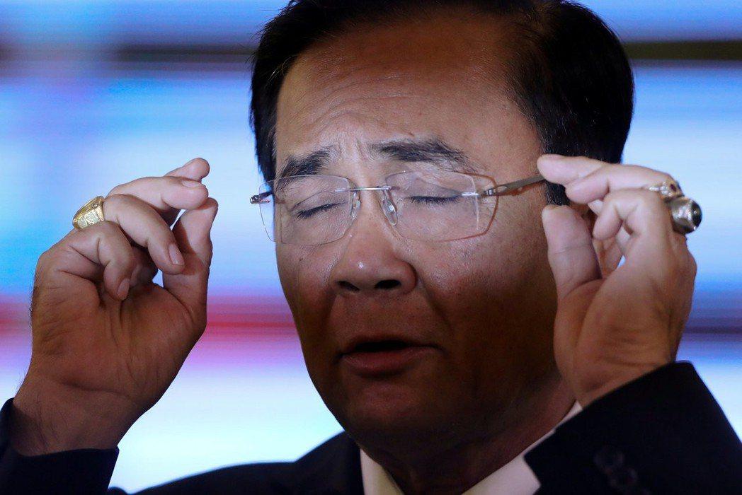 泰國法律規定政府官員不得作為總理候選人參選,因此有人向EC檢舉要求調查,身兼「全...