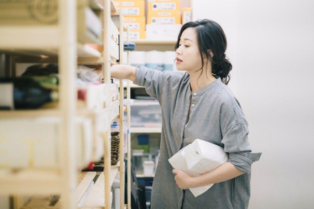 透過家務的收納整理,正是重新認識自己的機會。圖/三采文化提供