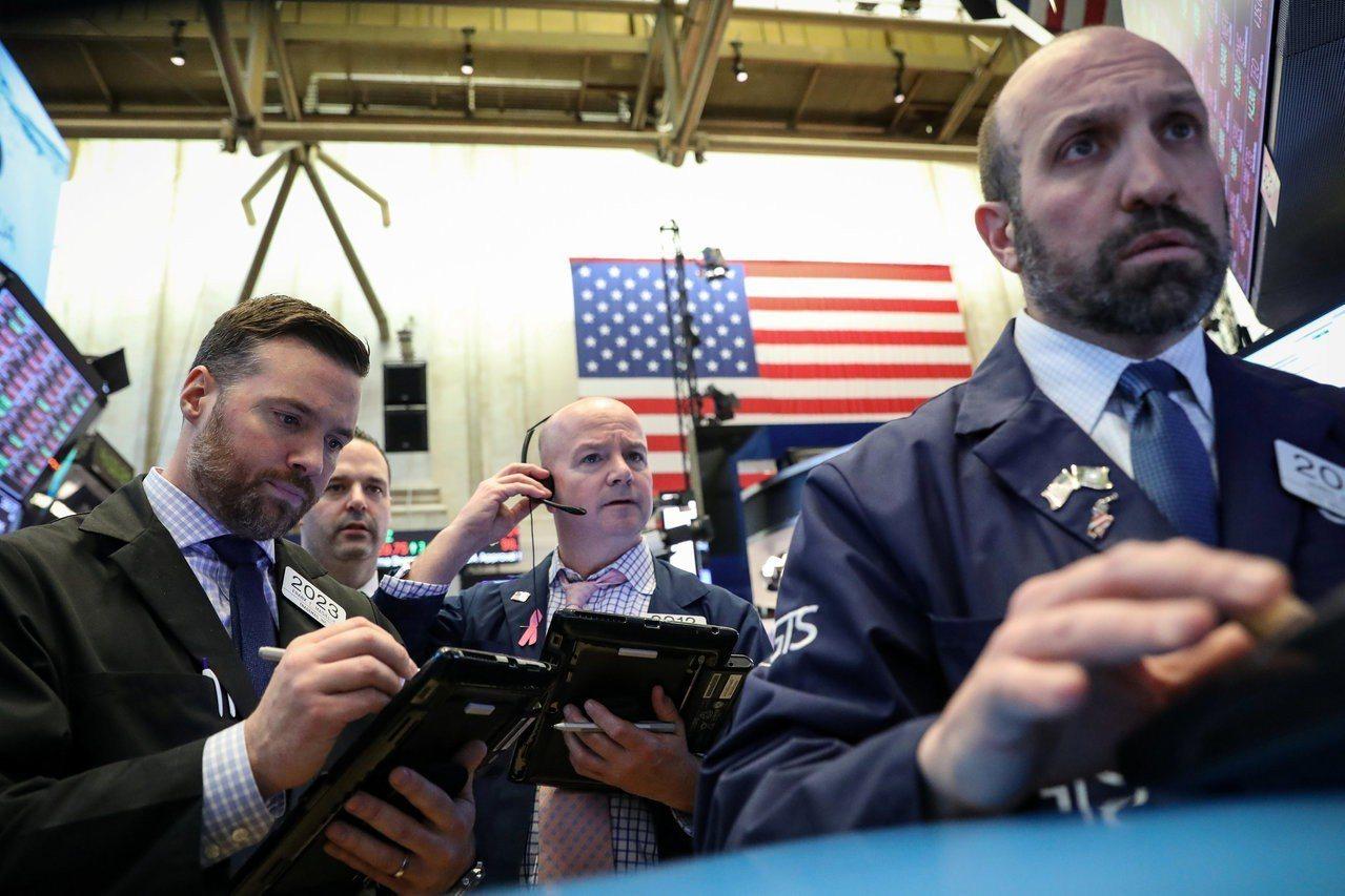 美股周一小幅下跌,市場關注美國公債。 路透