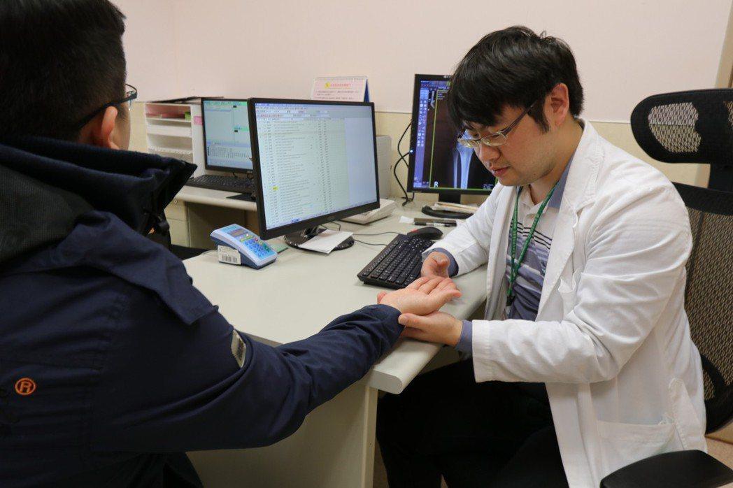 亞洲大學附屬醫院感染科醫師張為碩說,梅毒為性傳染病,一旦確診,性伴侶必須連同治療...