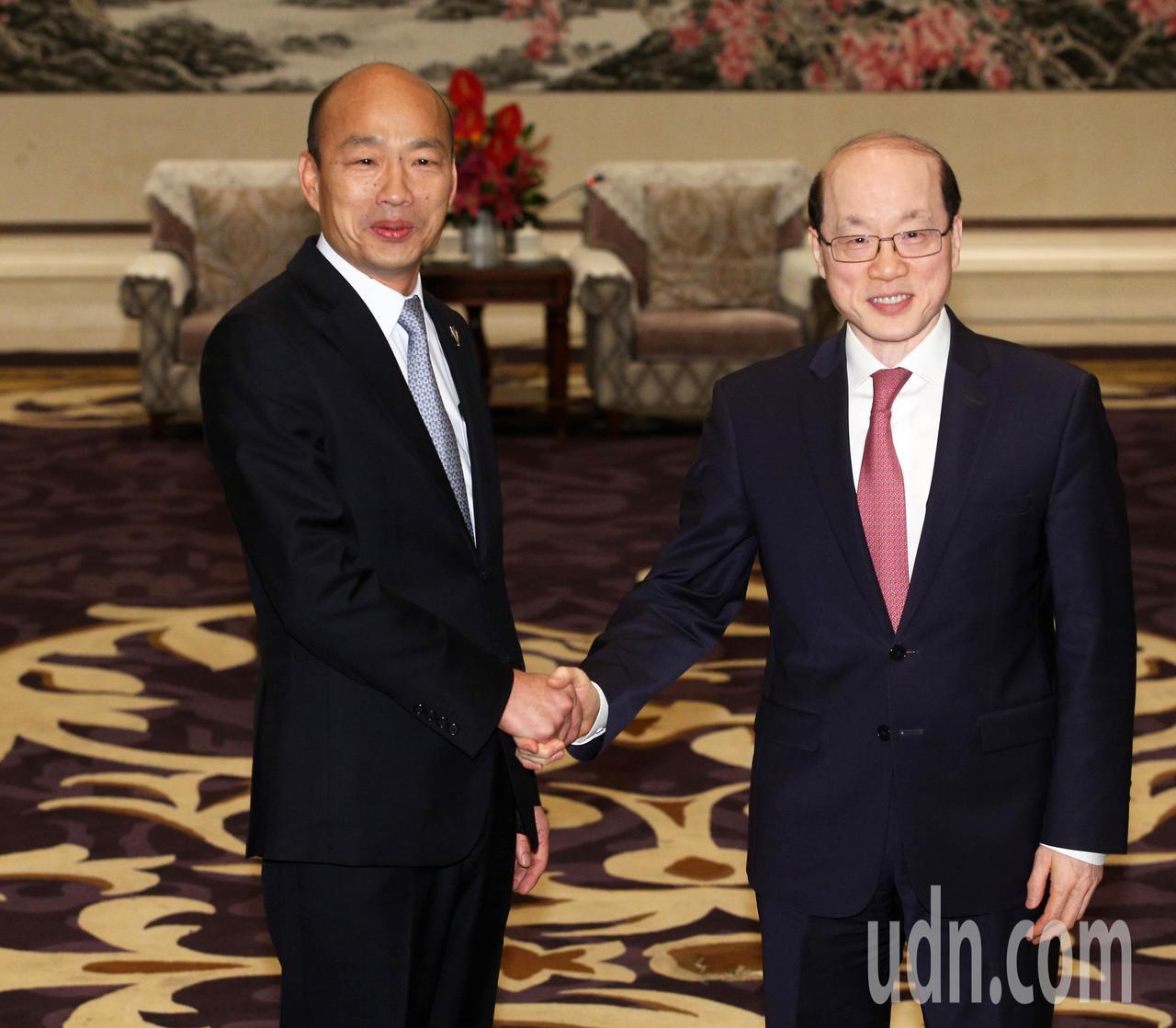 高雄市長韓國瑜昨天在深圳會見大陸國台辦主任劉結一。本報資料照