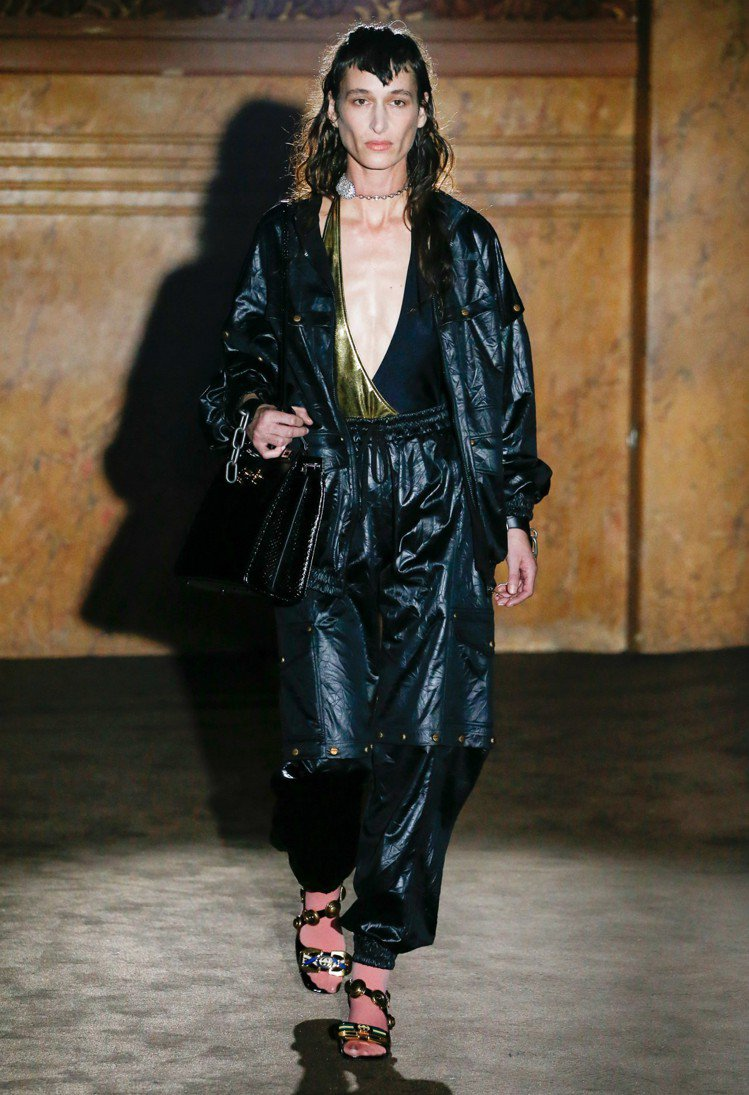 2019 Gucci春夏服裝秀,洛杉磯女演員兼音樂人Zumi Rosow手提黑色...