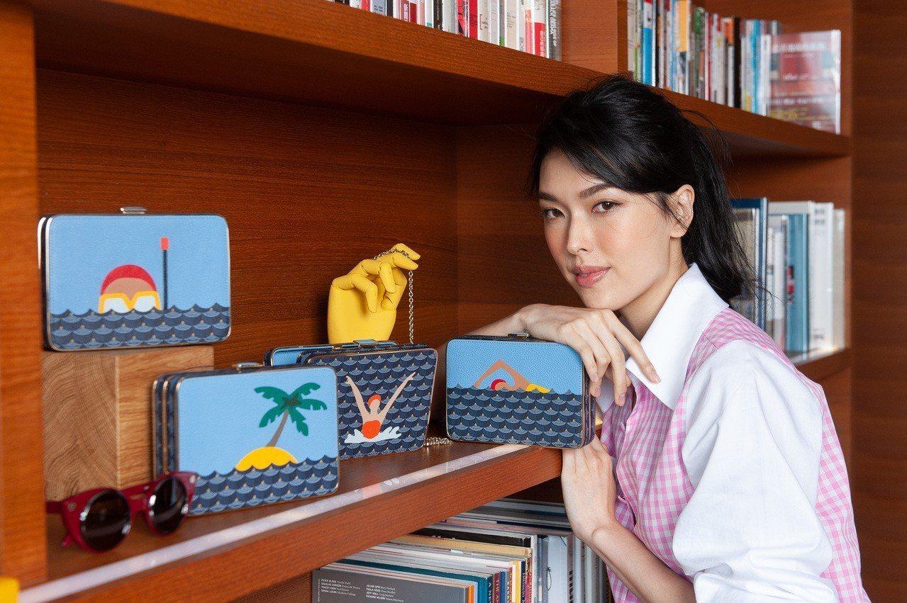 王思偉因為太想度假而特別喜愛限量的Boumbox手拿鍊袋包系列。圖/FAURÉ ...