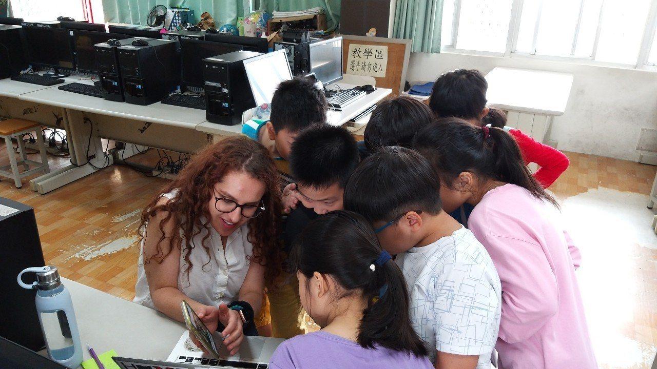 外籍教師需在美國本土進行第1階段的教育實習,通過把關後才能繼續進行第2階段的海外...