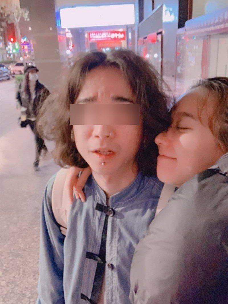 孟耿如(右)上個月才幫弟弟慶生。圖/擷自IG