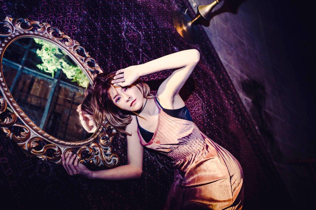 「女孩與機器人」的主唱Riin擁有姣好身材。圖/滾石電音提供