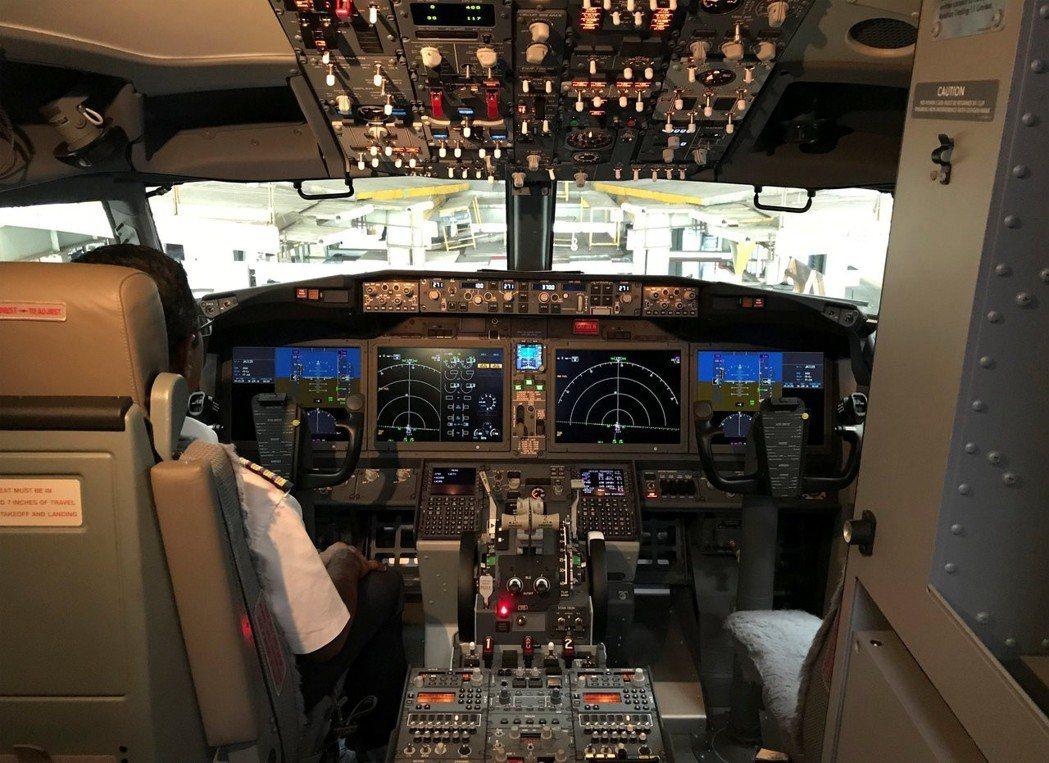 波音737 MAX 8的駕駛艙。 (路透)