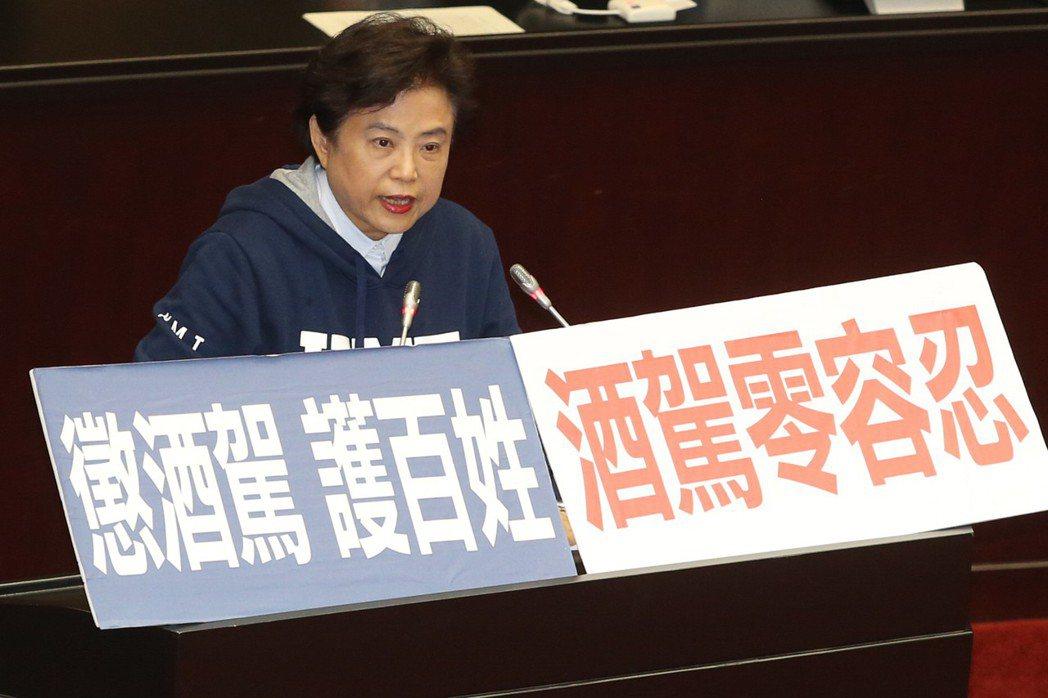 立法院昨三讀通過酒駕新制,國民黨立委沈智慧表示要「嚴懲酒駕」。記者王騰毅/攝影