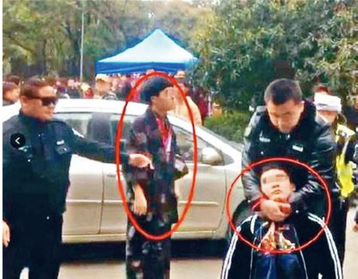 一男子前天因身穿像日本「和服」的服裝被該校保安禁止入校,雙方發生肢體衝突。 圖/...