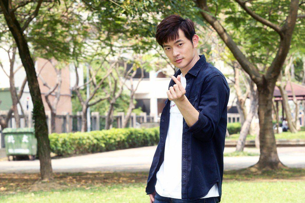 宥勝客串TVBS「女力報到」,和李宣榕在公園對戲。記者徐兆玄/攝影