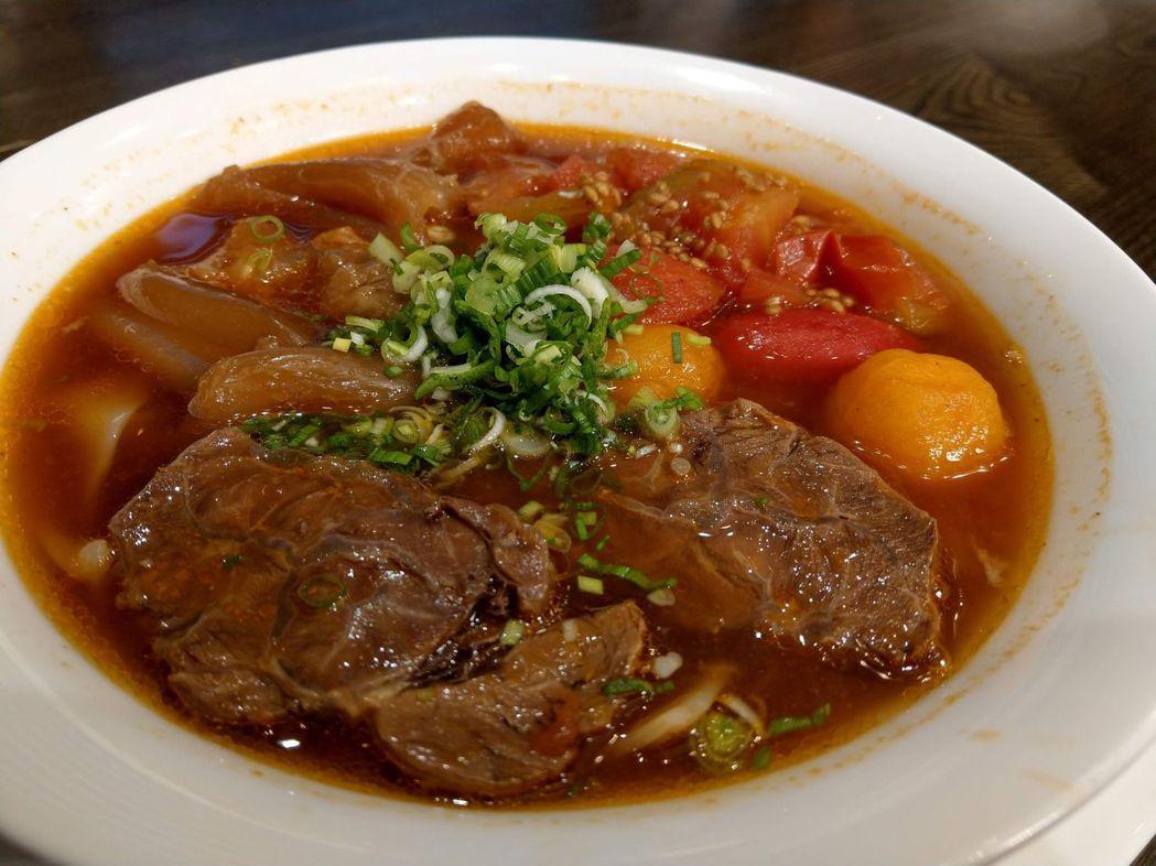 天下三絕麵食館的番茄牛肉湯麵。圖/業者提供