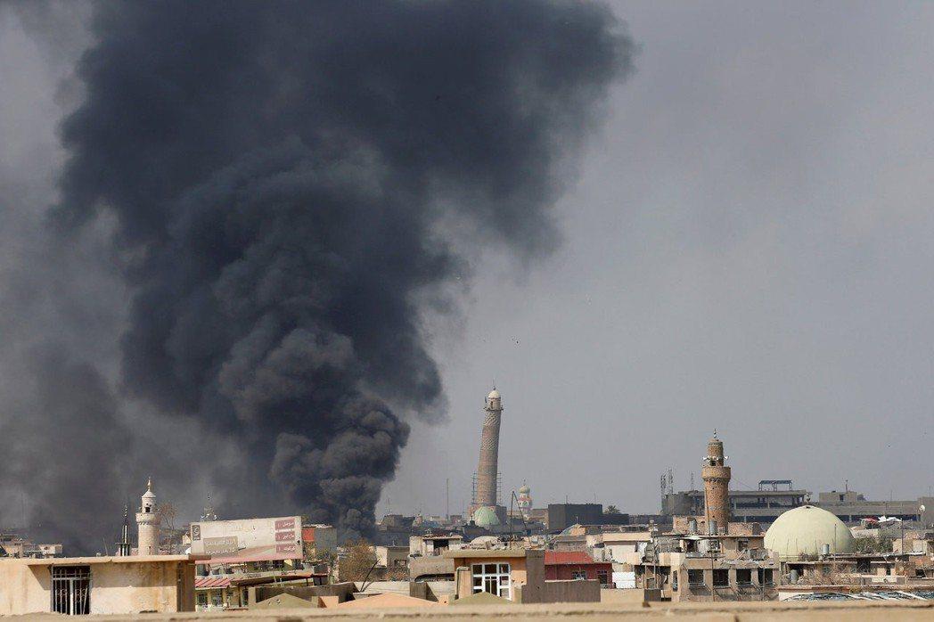 伊拉克部隊和庫德族民兵2017年圍攻摩蘇爾,打下這個伊斯蘭國在伊拉克占據的最大城...