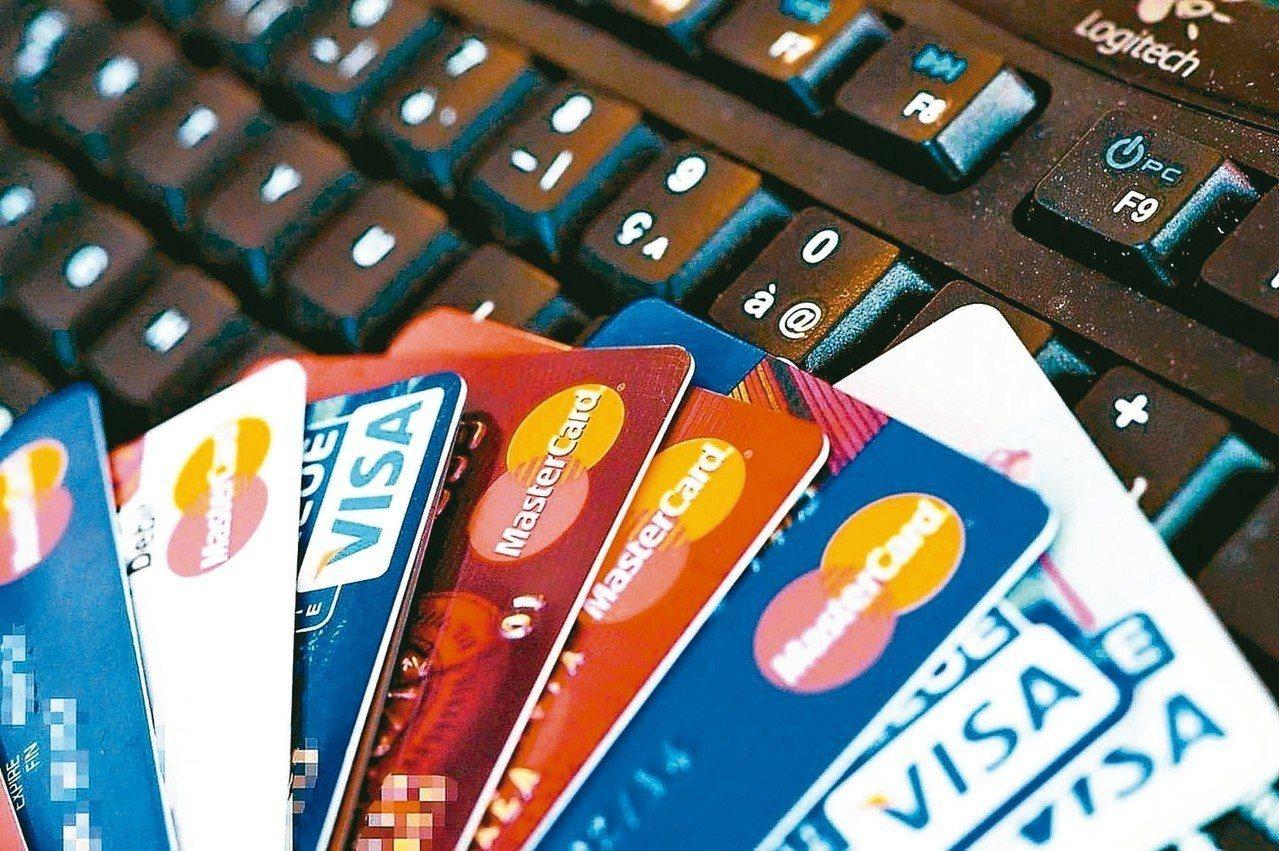 汽機車牌照稅繳費管道多,想享受延遲付款好處,選擇以信用卡繳費最方便。 圖/聯合報...