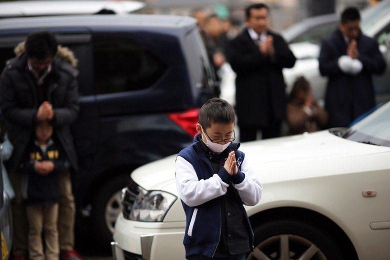 位於日本川崎的平間寺2015年新春舉辦的交通祈福活動。 圖/美聯社