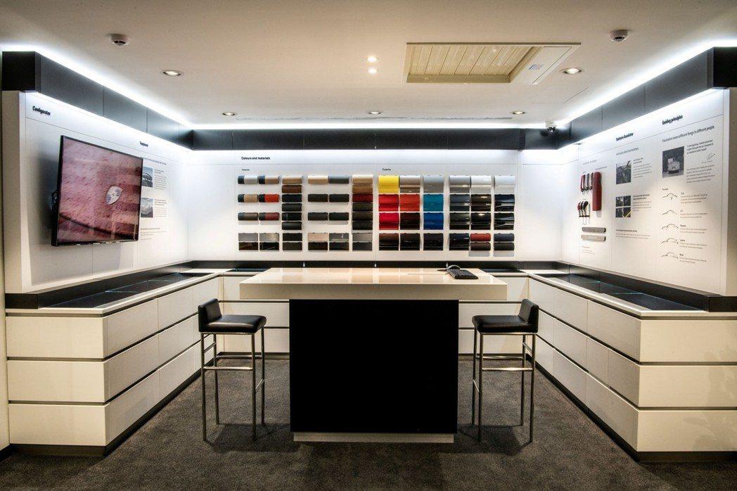 「保時捷 台北 敦南展示中心」是全台首家採用原廠最新CI設計之Exclusive...
