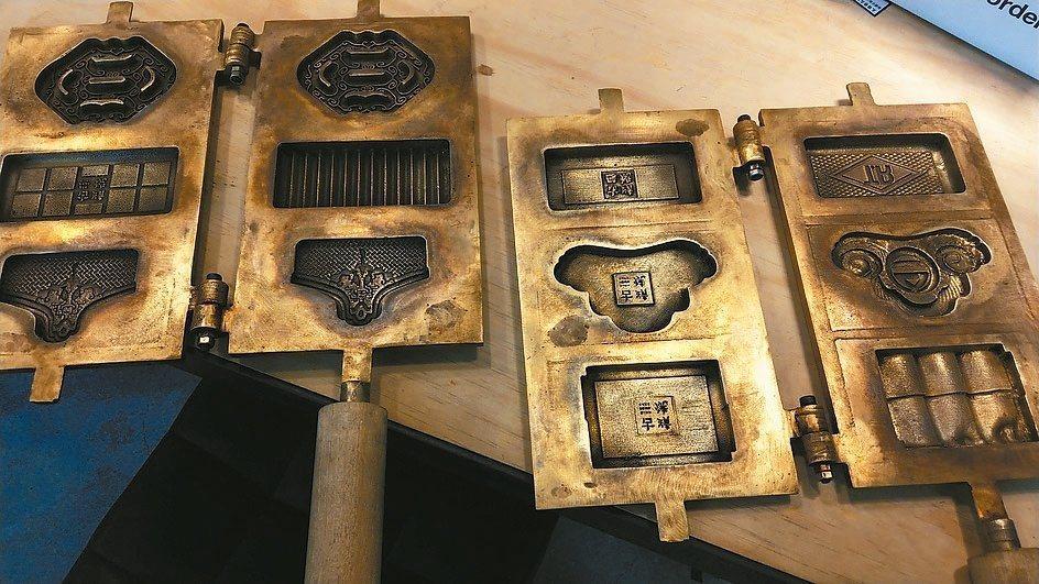 「古蹟燒」雞蛋糕的造型都是消失中的老建材圖左由上而下分別是梅花磚、十三溝面磚、馬...