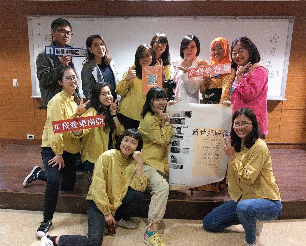 學生團隊「熱帶映像」與台南市新住民關懷服務協會邱素禎理事長、《前進東南亞》副主編...