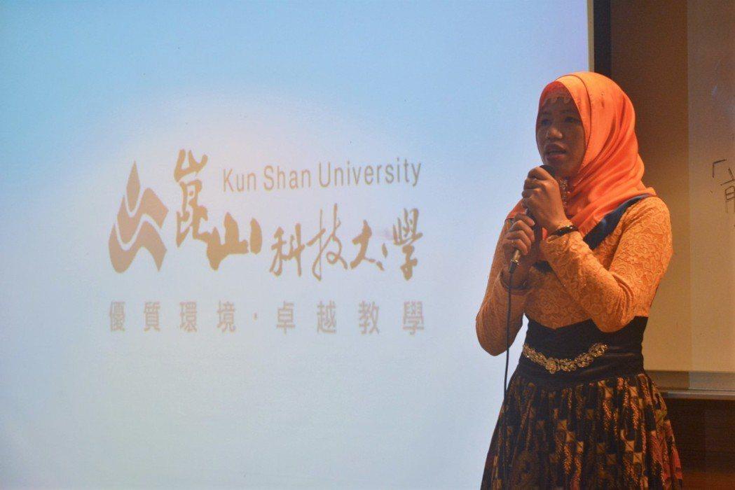 來自印尼的陳凱蒂穿著傳統服飾kebaya,希望讓更多台灣人了解印尼文化。 好優數...