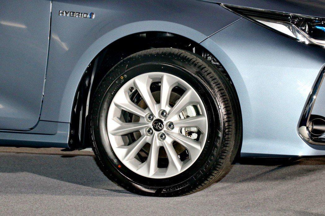 Corolla Altis Hybrid則是標配16吋鋁圈。 記者陳威任/攝影