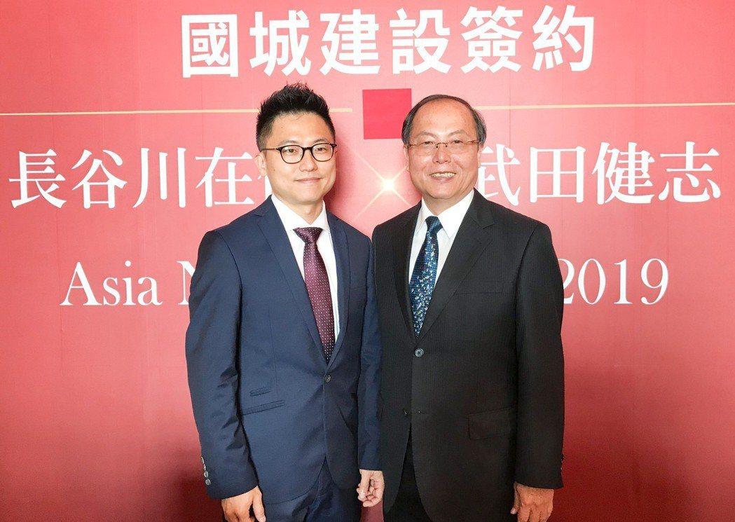 國城建設總裁洪平森(左)成立一家公司萬象餐飲,讓酷愛美食、精通廚藝的小兒子洪嘉聰...